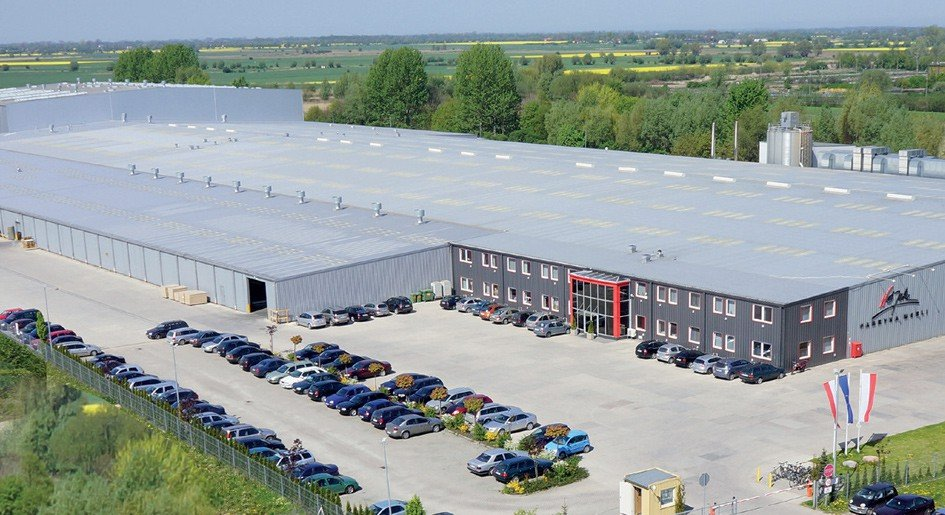 Production and warehouse area – over 77,000 m2.